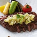 十二の月 - 厚切りの牛タンを豪快にステーキにし、葱タレを掛けてあります