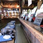 寺島屋弥兵衛商店 - カウンターで、お菓子とお茶の試飲をさせて頂きました♪