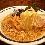 熊祥 - 中太やや縮れ麺(くましお)