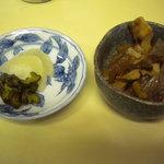 ふな和 - お漬物と小鉢付です