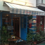 29423460 - 店装は店名通り、ブルーを基調としています。