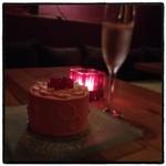 ボン スイーツ&スマイル - 桃のショートケーキ。 まさかのホール。 でも美味い。 夜スイーツならここ。