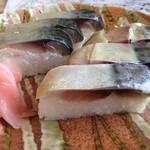 29423761 - 特選鯖寿司<半分6切>