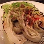 Brochette Bon Bon Shin - キャベツを焼いたものとアンチョビー風味