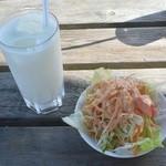 インドレストランカフェ カリカ - セットのサラダとラッシー