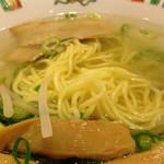 29437069 - 透き通ったスープに細麺が綺麗に見えます