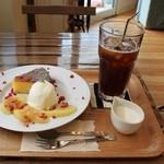 チッチコッコカフェ - りんごケーキセット