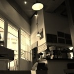 チッチコッコカフェ - 店内の雰囲気をセピア色で