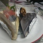 29443935 - レアチーズケーキ(左)とゴッツェトルテ(右)