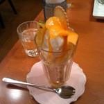 カフェ・サラマンジェ - ジャンボパフェです。