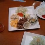 カフェ・サラマンジェ - セットメニュー豚肉の唐揚げです。
