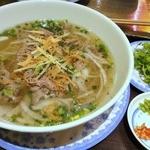 KHANHのベトナムキッチンNAMBA 999 - 牛しゃぶ肉のフォーセット ¥1350(税込)牛しゃぶ肉のフォー/追加パクチー小皿 ¥100(税込)