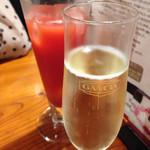 アレグロペッシェ - スプマンテとブラッドオレンジのジュース