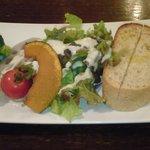 KaLa - 前菜サラダとパン