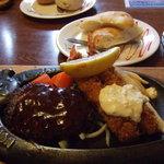 トマト&オニオン - 料理写真:ハンバーグ&エビフライセット。フォカッチャで
