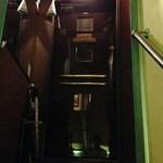 ルミアージュ - 階段で2階へ