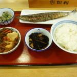京田辺三山木食堂 - さんま塩焼き、丸ごぼうと豆腐の旨煮、オクラ胡麻和、ひじきの煮物