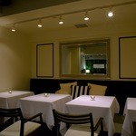 ジンジャーガーデンアオヤマ - カーテンで半個室にもなるVIP席