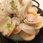 ボッソ - ホンビノス貝のワイン蒸し