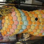 2946141 - お店の外から見える人形。 マカロンの服