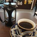 i珈琲 - ホットコーヒー(後ろは、フレンチプレスです)