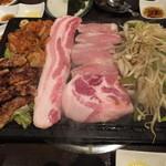 とん豚テジ - 豚肉盛り合わせ