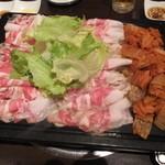 とん豚テジ - カンナ3段バラ