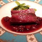 29466298 - 蝦夷鹿のロースト:苺と焦がしバターのソース