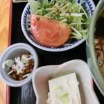 うどん福松 - 僕の『福松定食(温かいうどん)刺身付』780円。7