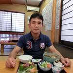 うどん福松 - 僕の『福松定食(温かいうどん)刺身付』780円。4