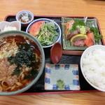うどん福松 - 僕の『福松定食(温かいうどん)刺身付』780円。1