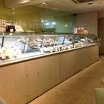 レモンドロップ - 店内ケーキショーケース