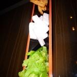 日本酒×和創作料理 香酒 鞘 - 手前から、わさび万作漬・長いもしそ漬け・姫竹キムチ各278円