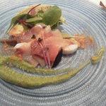 アクイユ - ガスパッチョのグラニテと海の幸(かんぱち)の冷製オードブルは、カルパッチョキュウリのソース