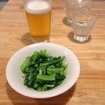 29478728 - 小松菜のにんにく炒めと生ビール