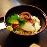 29479112 - 海鮮丼。こちらも海老をタコに変更しました。
