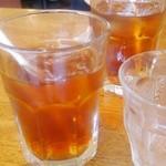 カプリチョーザ - サービスのアイスウーロン茶