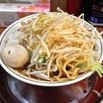 麺でる - ラーメン(麺250g・野菜増し400g・タマネギ¥700)味玉(¥50)8/4/2014