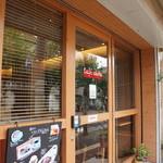 ダイニング・カフェ アレッタ - 外観、ガラス面積が広く、明るいお店です