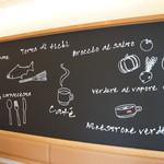 ダイニング・カフェ アレッタ - 壁一面に書かれたイラストが可愛いです