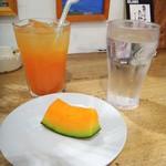 メイドインアイランド - グアバジュースとデザートのメロン