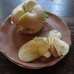 アカリ珈琲 - ベーグルサンド&手作りポテトチップス