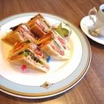 カフェ プリヤートナ - ホットサンドイッチ