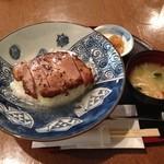 29501359 - 黒豚ステーキ丼(塩だれ)1050円(税別)