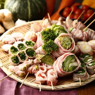 新鮮野菜を鹿児島産豚肉で巻いたヘルシーな巻き串が自慢!