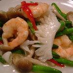 唐朝刀削麺 - キンシン菜と海鮮の塩味炒め(入荷状況のない時はアスパラに変わります。)