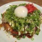 広島風お好み焼き 一番 - 野菜肉玉に半熟玉子