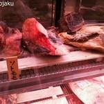 29509680 - お店の入口に展示されているエイジングビーフは肉質への自信の証し!