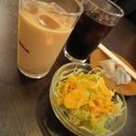 サプナ - ランチサラダ、アイスコヒー&チャイ♪