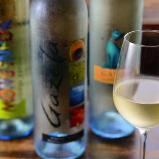 ワインを片手にカジュアルに食事を楽しむ本場ポルトガル流